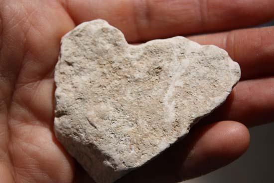 026_heart shape stone_s