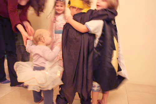 042_purim party03s